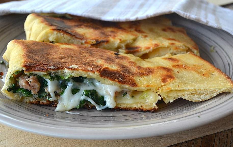 Calzone light con broccoli e formaggio. La ricetta di 450 calorie!