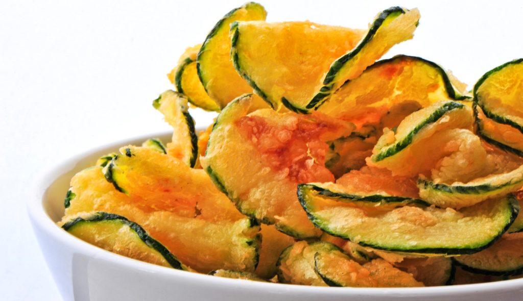 Chips di zucchine, per una merenda gustosa, croccante e con sole 70 calorie!