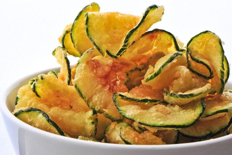 Chips di zucchine: 2 Ricette light e veloci per farle croccanti e gustose!
