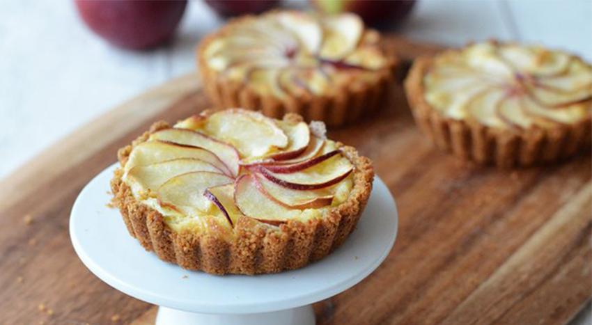 La crostatina di mele gustosa e leggera da preparare per i tuoi bambini. Solo 180 calorie!