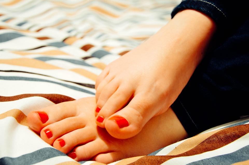 Dolore al tallone: 4 Cause comuni e cosa fare per ridurre il fastidio!