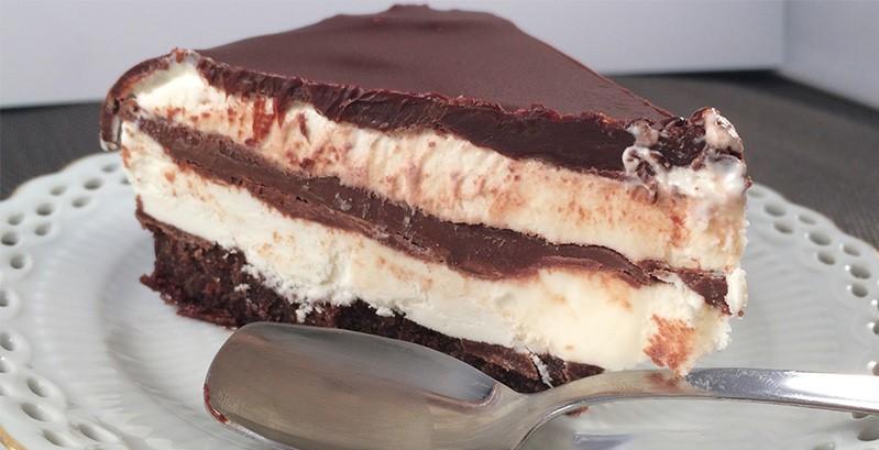 La Torta Kinder Pinguì: come farla gustosa e leggera con sole 120 calorie a fetta!