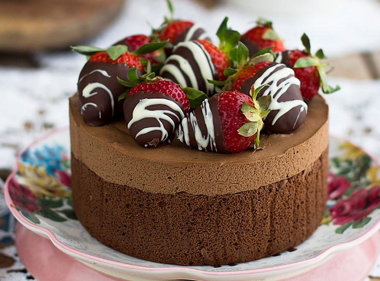 Torta al cioccolato light con soli 2 ingredienti. La ricetta di 200 Kcal!