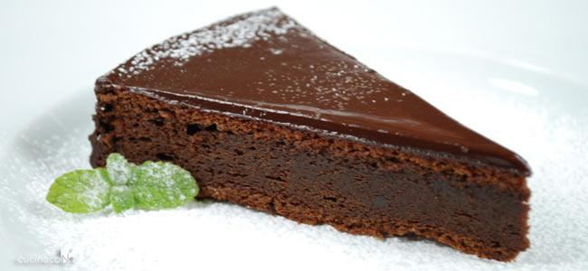 Torta senza farina, latte e zucchero pronta in 10 minuti e con solo 180 Kcal!