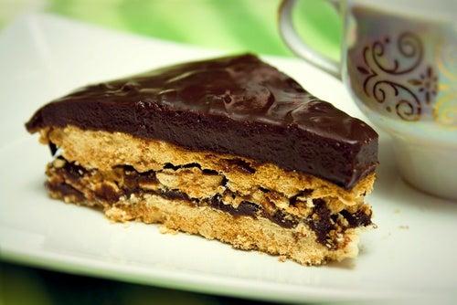 Torta fredda al cioccolato. La ricetta light di 290 Kcal!