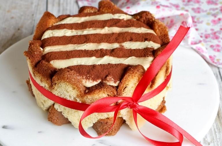 Torta Pandoro: la ricetta light di 330 kcal da fare a Natale!