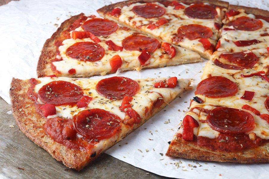 Pizza senza lievito e farina: la ricetta light di 190 Kcal a porzione!