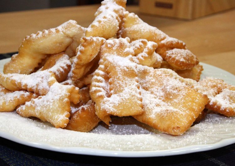 Chiacchiere di Carnevale al forno: la ricetta light di 210 Kcal!