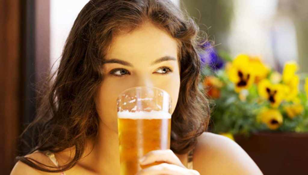 Bere la birra dopo lo sport aiuta il corpo a reidratarsi. Ecco lo studio