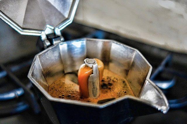 10 errori che commettiamo tutti quando prepariamo il caffè a casa