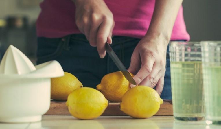 La dieta del limone per perdere 4 chili e disintossicarti in una settimana
