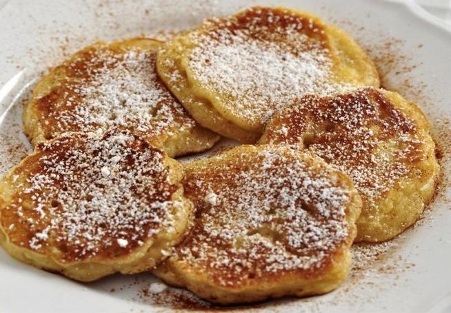 Pancake alle mele per una colazione leggera in 5 minuti, gustosa e con 50 calorie!
