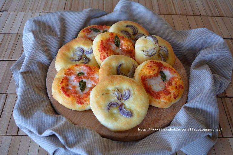 Pizzette sofficissime: la ricetta di 140 kcal facile e veloce da fare!