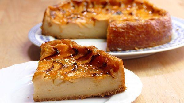 La torta di mele veloce e con poche calorie da fare a casa con i bambini