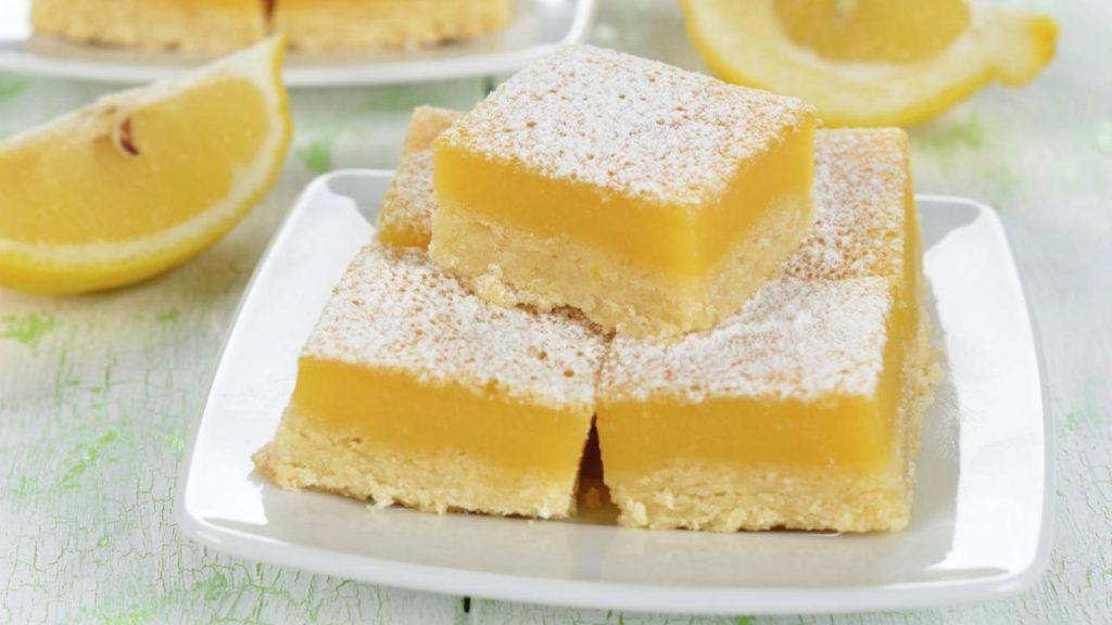 Brownies al limone leggeri e gustosi che si sciolgono in bocca. Solo 170 Kcal!