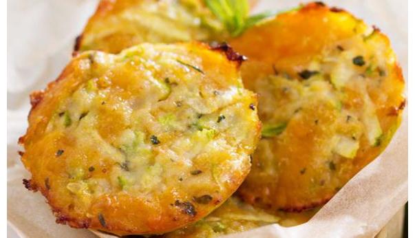 Muffin salati con zucchine e scamorza: un antipasto semplice, veloce e con poche calorie!