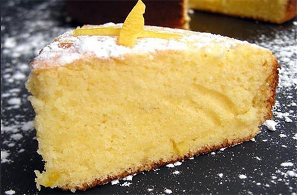 Torta 12 cucchiai al limone: il dolce dietetico che si prepara senza bilancia, burro e latte!