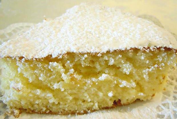 La torta 7 vasetti al limone senza burro, così morbida che si scioglie in bocca!