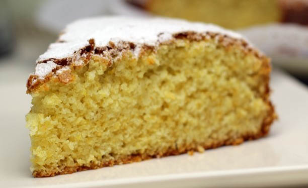 La torta al limone senza burro: sofficissima e leggera con sole 190 calorie!