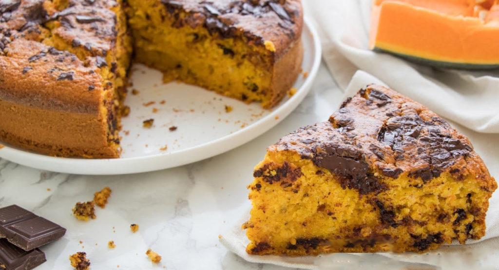 La torta all'arancia con cioccolato, buonissima, veloce e ha solo 170 calorie!
