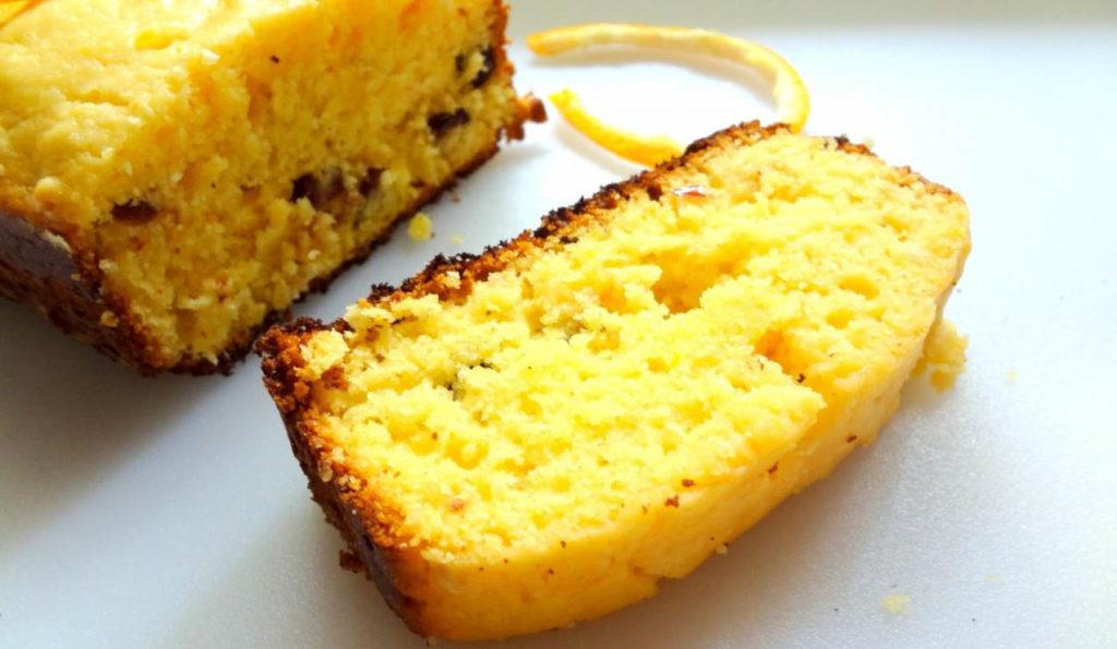 La torta all'arancia senza uova e burro, morbida, buonissima e ha solo 190 calorie!
