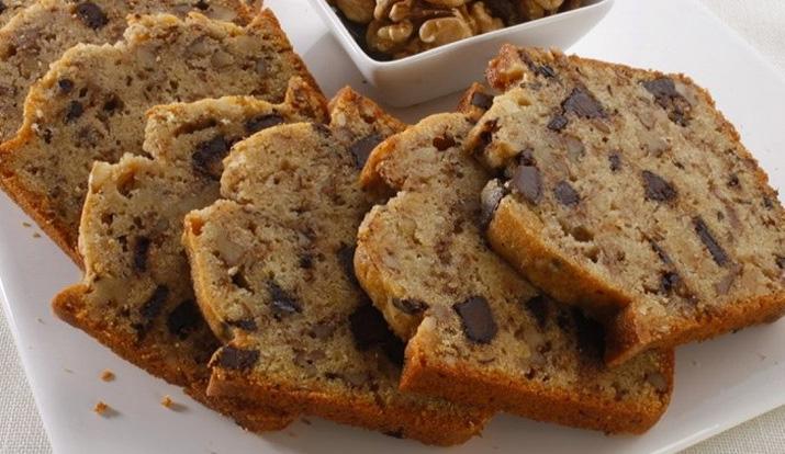 La torta alla banana e noci: buonissima, facile e ha solo 200 calorie. Non ne rimarrà neanche un pezzo!