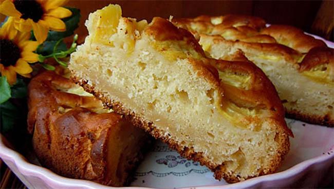 La torta alla ricotta, cocco e mele: buonissima, leggera e ha solo 190 calorie a fetta!