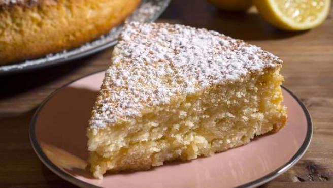 La torta sofficissima senza burro: morbida, veloce e leggera che ha solo 170 calorie!