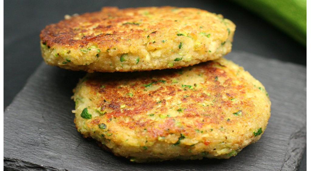 Le cotolette di zucchine e scamorza facili, buonissime e leggerissime. Solo 150 calorie!