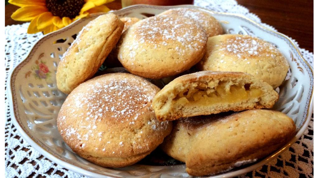 I biscotti cuor di mela senza burro, super gustosi, facili e leggeri. Solo 70 calorie a biscotto!