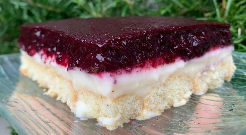 La torta ai mirtilli della domenica super cremosa, buonissima e leggera che ha solo 140 calorie!