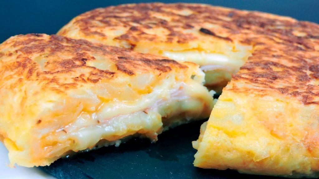 La focaccia di patate in padella, una ricetta gustosa, facile e da leccarsi i baffi. Solo 280 calorie!