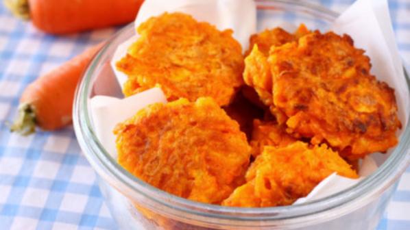 Le frittelle di carote super gustose, facili e veloci. Solo 45 calorie l'una!