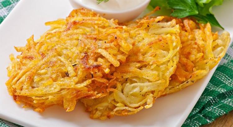 Le frittelle di patate senza olio, una bontà senza sensi di colpa. Solo 100 calorie a frittella!