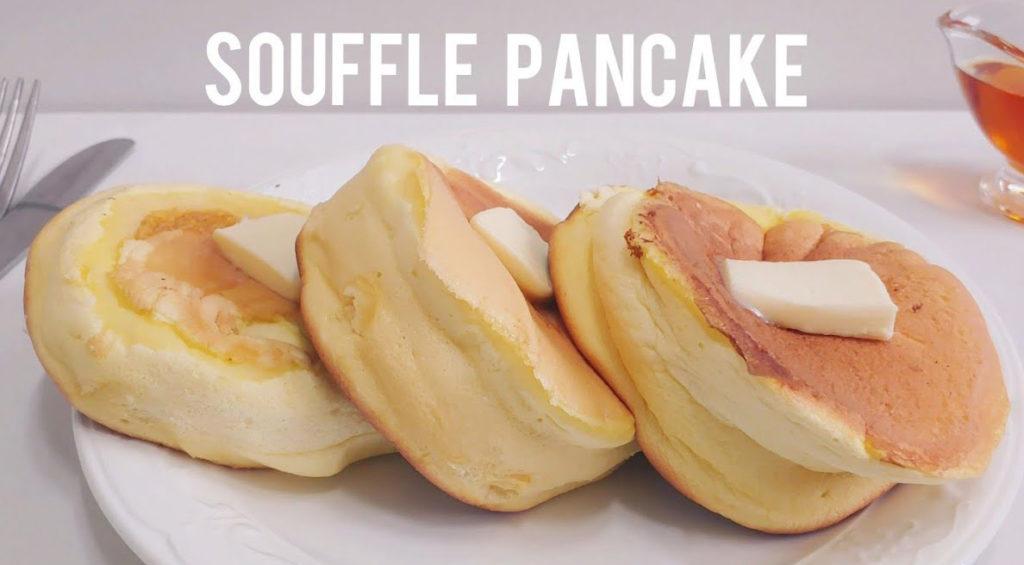 I pancake giganti soffici: pochissimi ingredienti, 6 minuti e hanno solo 80 calorie!