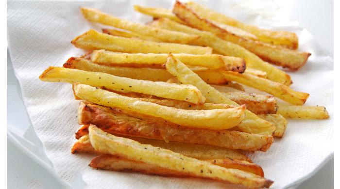 Le patatine al forno più buone di quelle fritte, una ricetta sfiziosa e leggera di sole 100 calorie!
