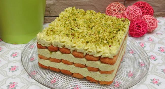 Il Tiramisù al pistacchio senza uova e mascarpone: gustoso, veloce e ha solo 160 calorie!