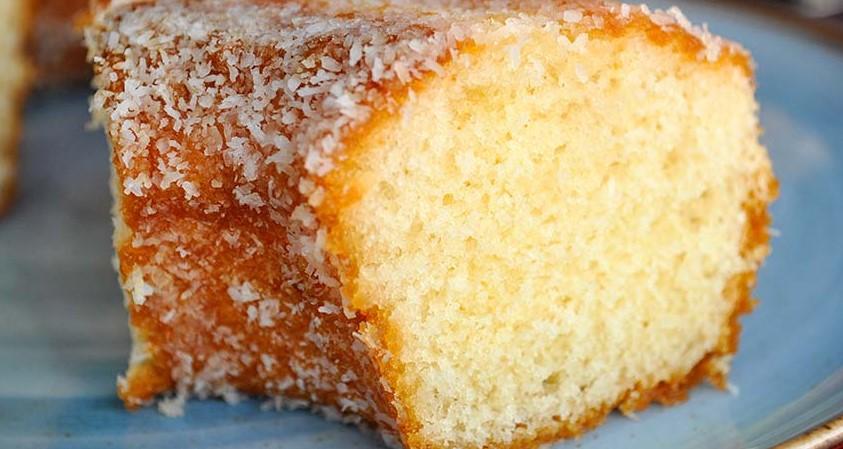 La torta al cocco morbidissima, gustosa e con pochissime calorie. Ha solo 190 calorie!