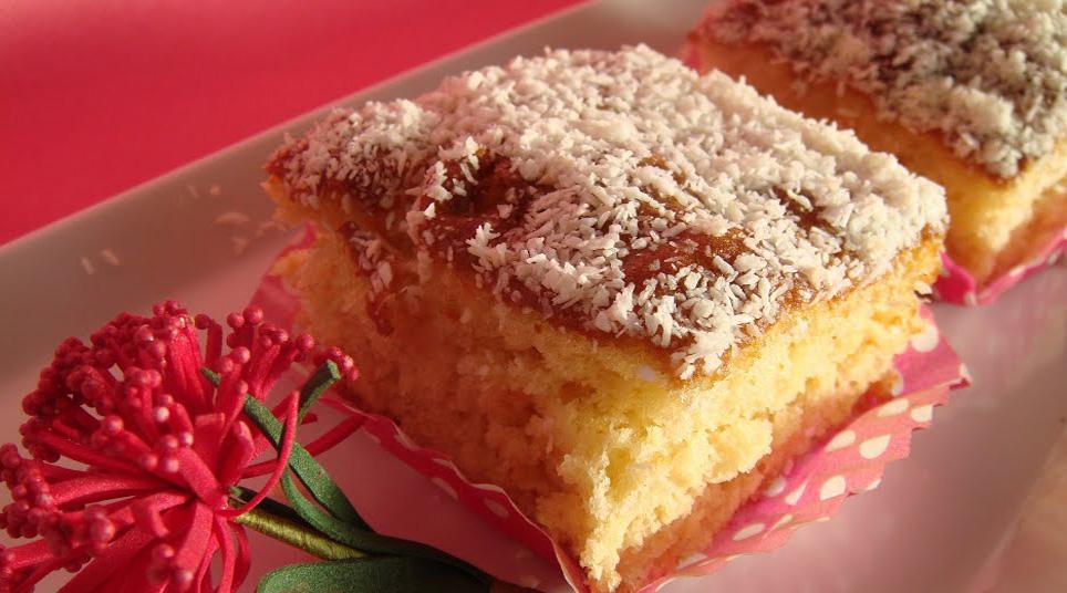 La torta al cocco e limone soffice: buonissima, fresca e leggera. Ha solo 150 calorie!