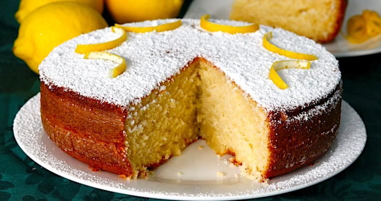 La torta 5 minuti sofficissima, gustosa, veloce e ha solo 140 calorie a fetta!
