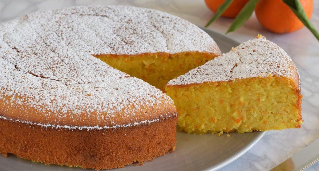 La torta al mandarino senza farina: morbida, gustosa e leggera. Ha solo 200 calorie!