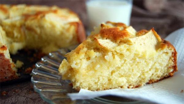 La torta di mele e yogurt gustosa, morbida, veloce e ha solo 150 calorie!