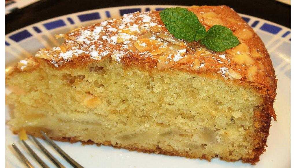 La torta di pere morbidissima, veloce e gustosa che ha sole 190 calorie!