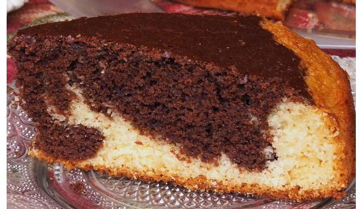 La torta bicolore soffice al cocco e cacao: morbidissima, leggera e ha solo 160 calorie!