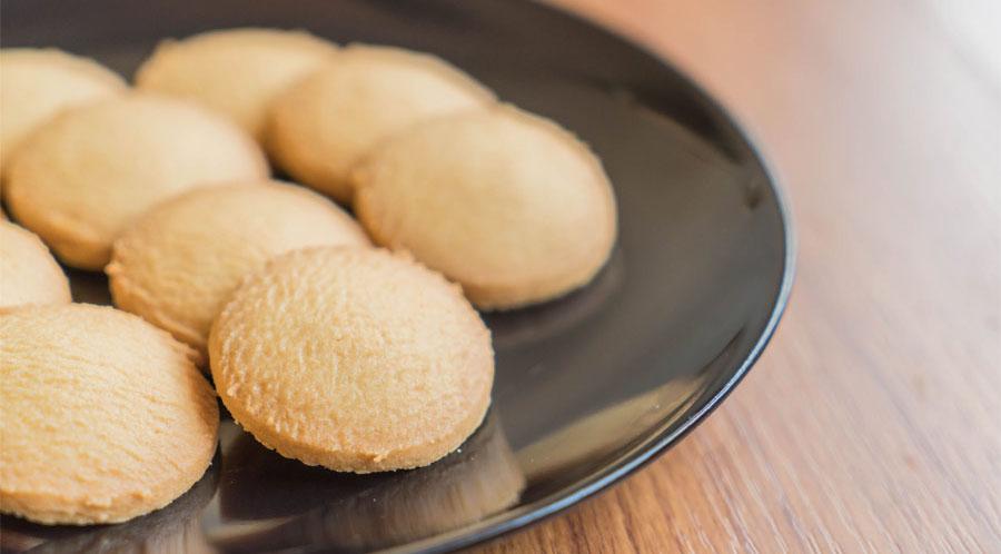 Biscotti senza uova e burro per la colazione, una ricetta leggera con sole 40 calorie a biscotto!