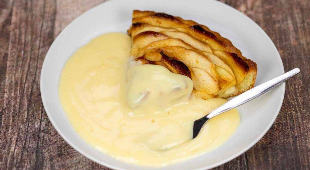 La crema pasticcera alle mele senza zucchero e uova. Ha solo 95 calorie!