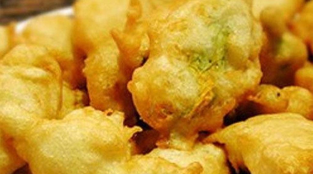 Le frittelle di fiori di zucchina, irresistibili, golose e croccanti. Solo 135 calorie a porzione!