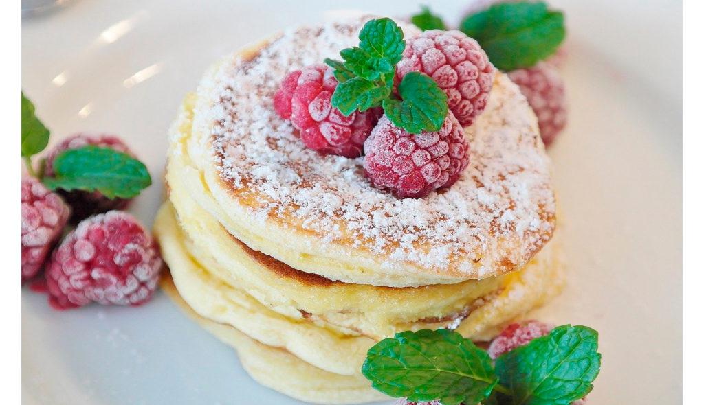 Mini dessert a quattro strati per una colazione sana e nutriente in soli 5 minuti!