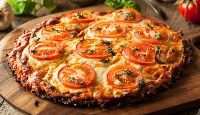 La pizza di melanzane senza farina, una ricetta gustosa e buona con sole 190 calorie!