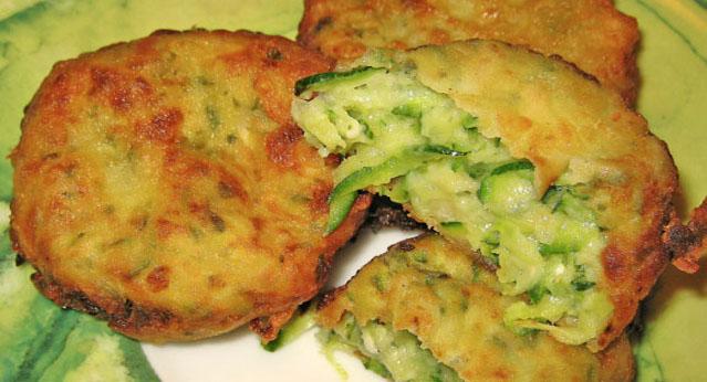 Le polpette di zucchine e mozzarella, una ricetta gustosa e leggera che ha solo 130 calorie a porzione!